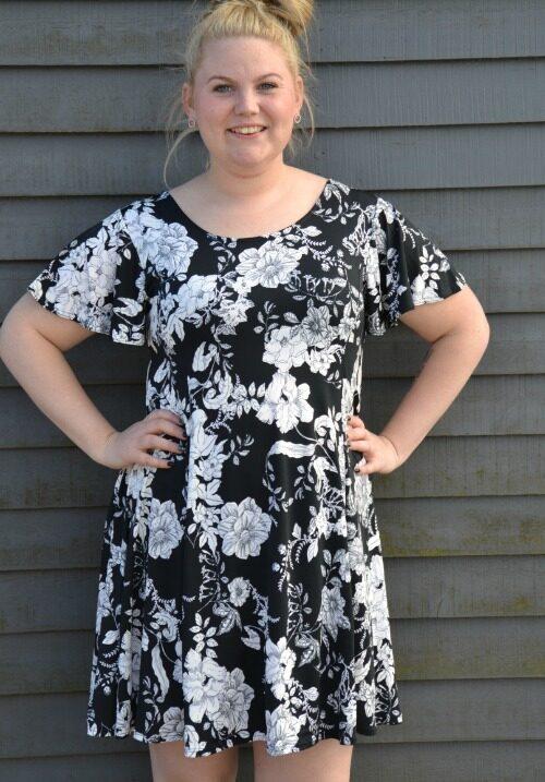 80b6eb8a Skøn tunika/kjole i sort