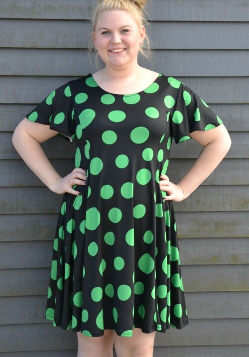 1237c278 Skøn tunika/kjole i sort grønne prikker