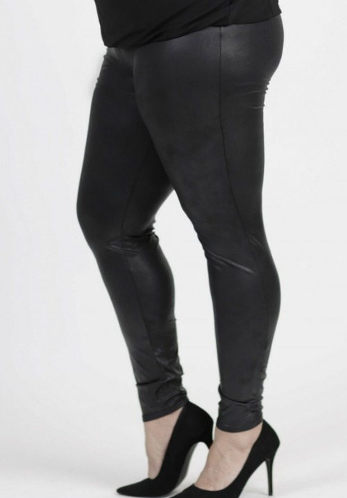 www.plus-Q.dk læderlook leggings i plus size