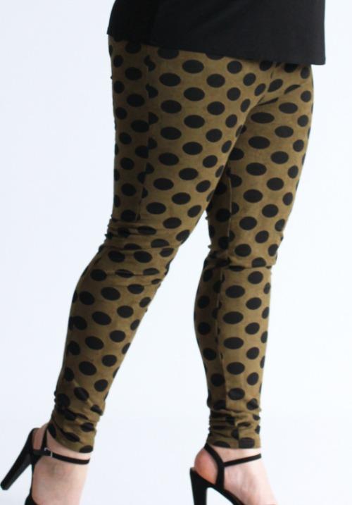 www.plus-Q.dk leggings i fløjlslook khaki med prikker