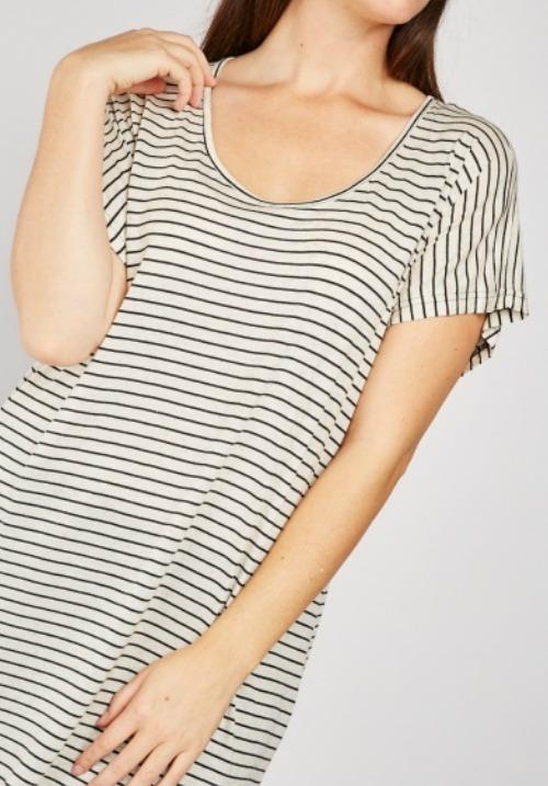 www.plus-Q.dk stribet tunika med korte ærmer beige og sort