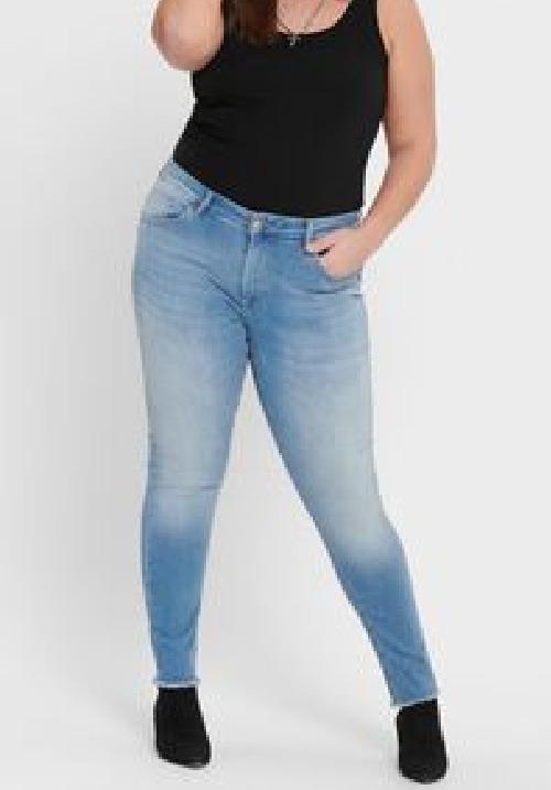 www.plus-Q.dk ankel jeans fra Only Carmakoma lyseblå